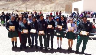 Becas para los estudiantes de las Escuelas De Frontera de ACAS